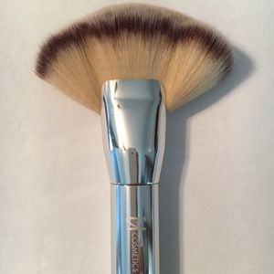 Heavenly Luxe mega fan brush with silver handle
